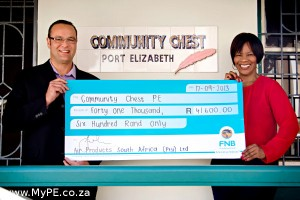 Beulah Lumkwana (right) receives a cheque for R41 600 from Pierre Fourie.