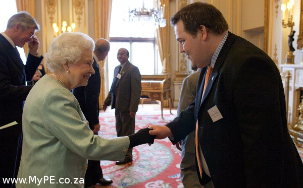 Evert Knoesen meets Queen Elizabeth