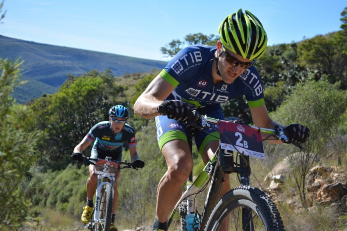 Hill and Louw lead on Day 2