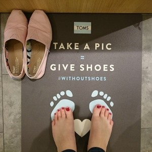 TOMS - Barefoot without shoes