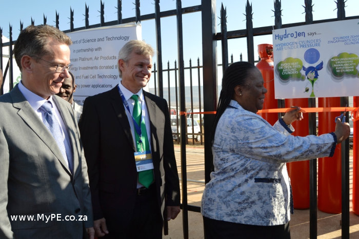 Air Products Cofimvaba: Mike Hinkly, Mike Hellyar and Minister Naledi Pandor