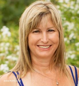 Dr Brenda Scholtz