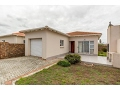 2 Bedroom House For Sale in Hunters Retreat, Port Elizabeth, Eastern Cape, South Africa for ZAR 6...