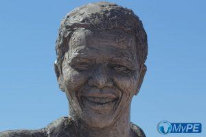 Nelson Mandela Bronze